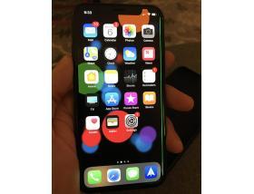 Зеленая полоса на IPhone X - как убрать?